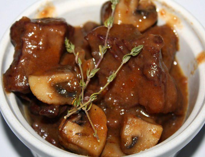 мясо потушить в мультиварке рецепты с фото