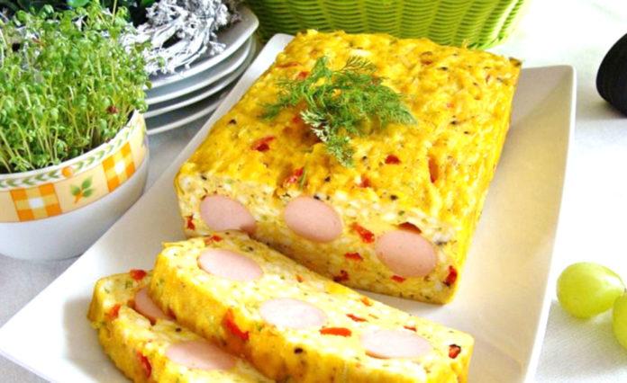 Пирог с яйцами и сосисками